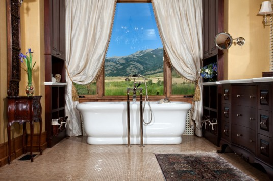 Bathrom with a View-mountain