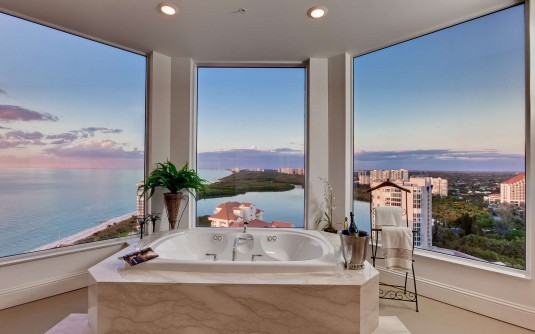 Bathrom with a View-ocean