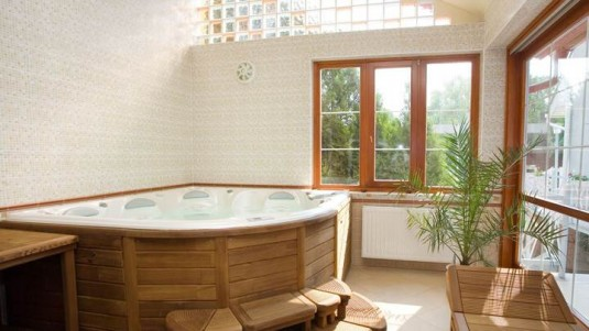 bathtub-wooden