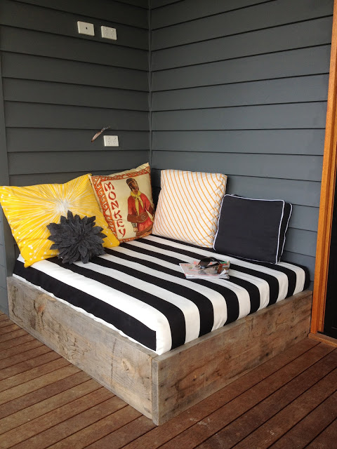 outdoor bed-stripes