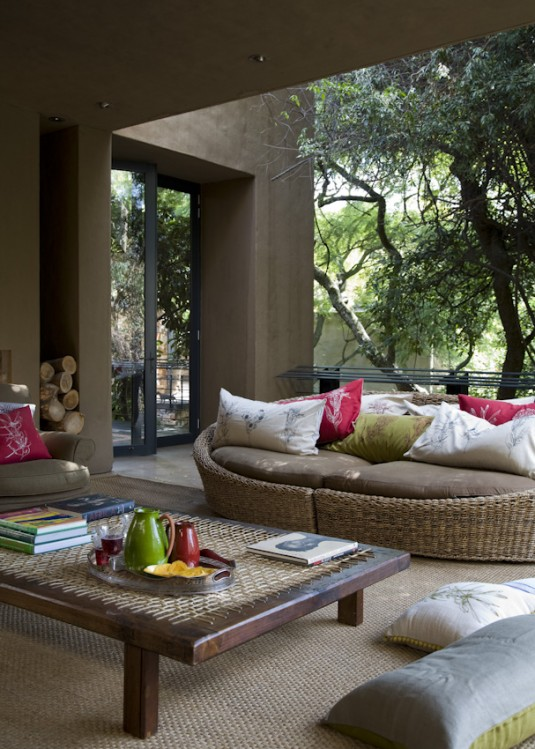 patio furniture-colorful pillows