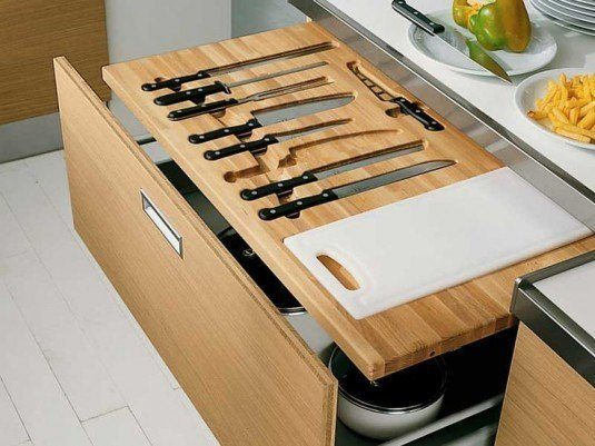 pull-out knife storage