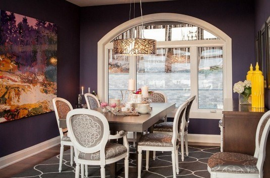 Combine-classic-and-modern-touches-in-the-purple-dining-room