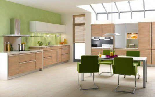 Stylish-colorful-kitchen-backsplash-feat-wooden-wall-cabinets-1024x640