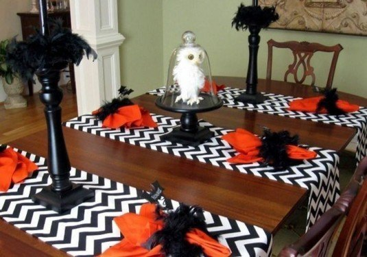 1351162663Halloween-Table-Decorating-Design-ideas
