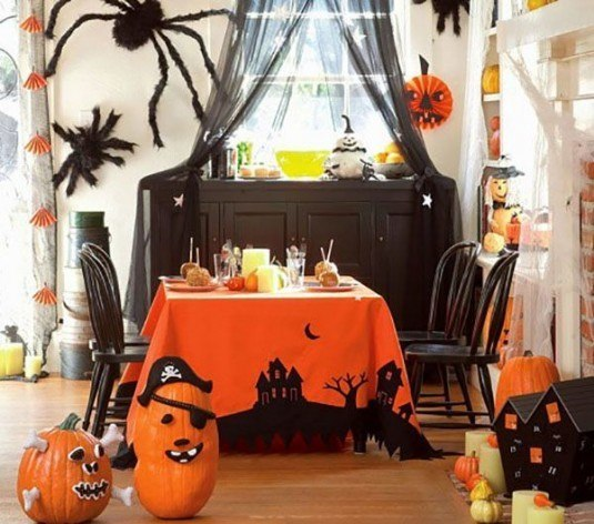 73401021_Halloween_tablecloth_at_Pottery_Barn_Kids_in_room