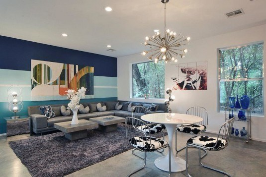 Bold-and-colorful-living-room-accent-wall