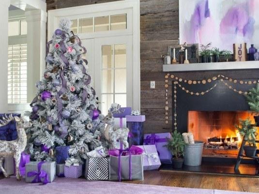 Original_BPF-Holiday-House_hgtv_interior_royal-tones_tree_h.jpg.rend.hgtvcom.1280.960