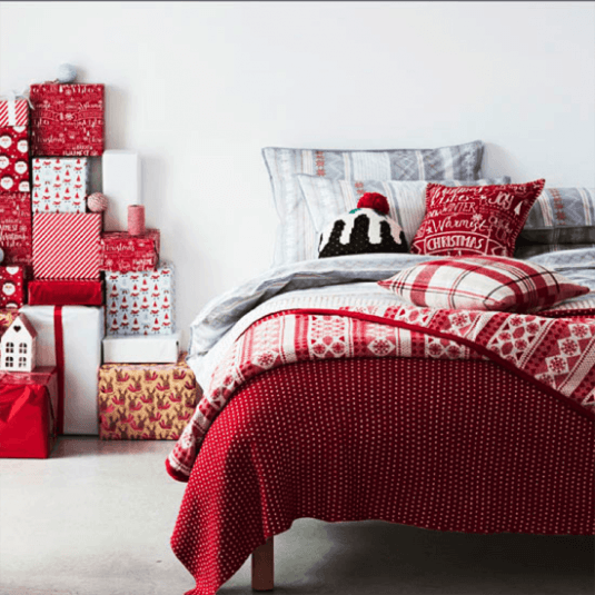 10 amazing ideas of how to decorate your bedroom for christmas for Ideas to decorate your bedroom for christmas
