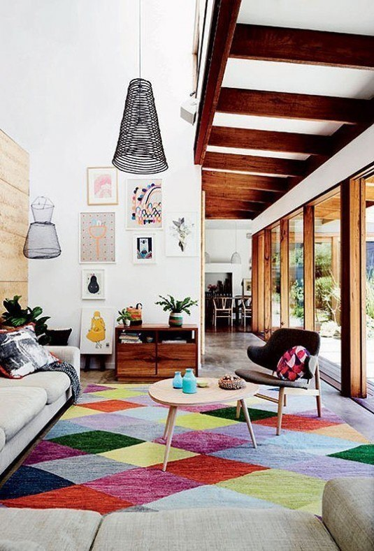 living-room-with-bold-rug