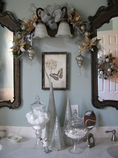 bathroom vanity decor