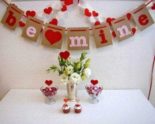 home-design-valentine-decor-at-home-2014-valentines-day-decoration-be-mine-love-red-heart-glass-flower-vase-sweet-candy-white-square-table-choco