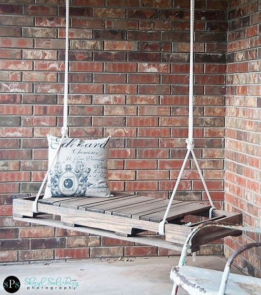 DIY-Pallet-Swing-1