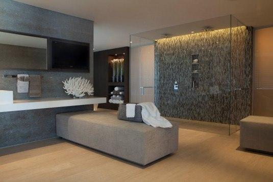 Glass-Double-Shower-Bathroom-Beach-House-Laguna-Beach-California