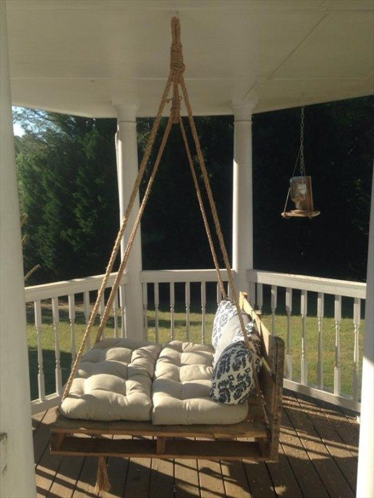 recycled-pallet-bed-swing-2