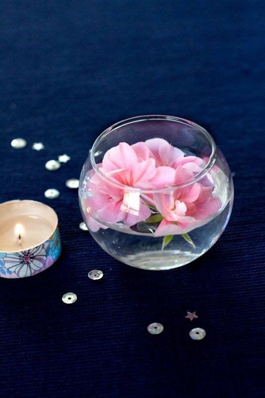 Simple-Spring-Decor-Ideas-Floating-flowers-and-washi-tape-candles-7