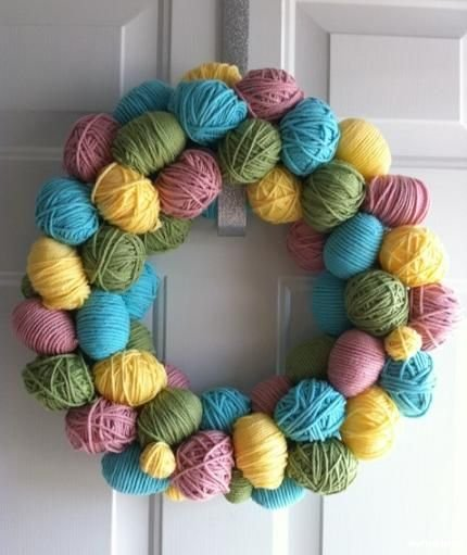 egg-yarn-wreath