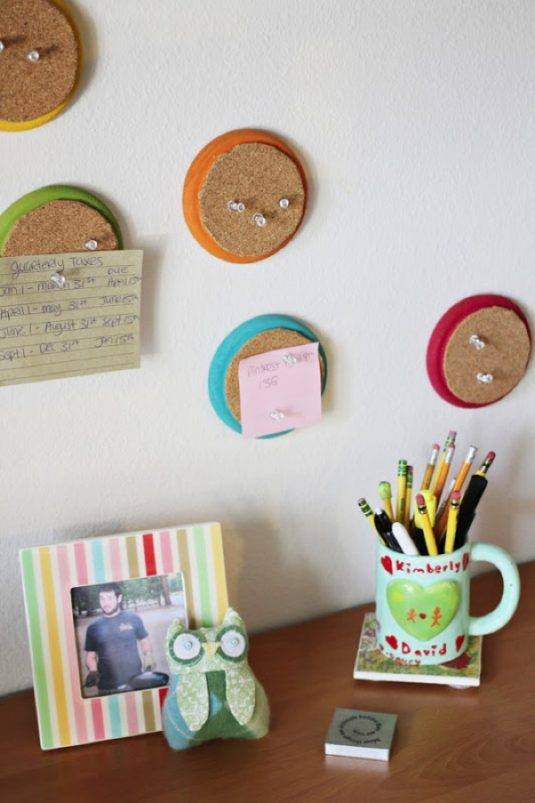 recycled-cork-board-dorm-room-decor-diy