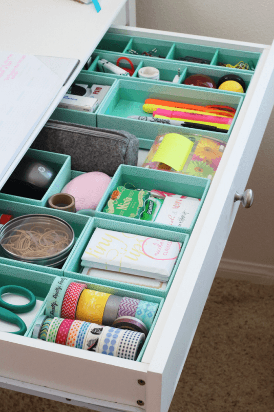 Simple-Desk-Organization-Tips-For-Busy-Moms-And-Not-Only