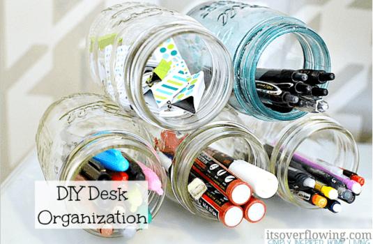 botes-de-yogur-organizador-de-escritorio