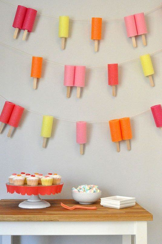 Love-this-DIY-Popsicle-garland-for-a-summer-party