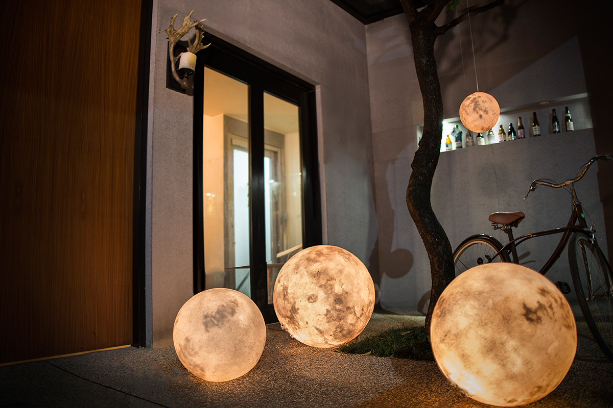 foto These Magnificent Moon Lanterns Will Light Up Your Home Like Never Before