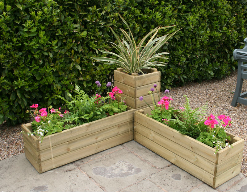 Simple Garden Ideas >> DIY Corner Planters Perfect For Small Gardens
