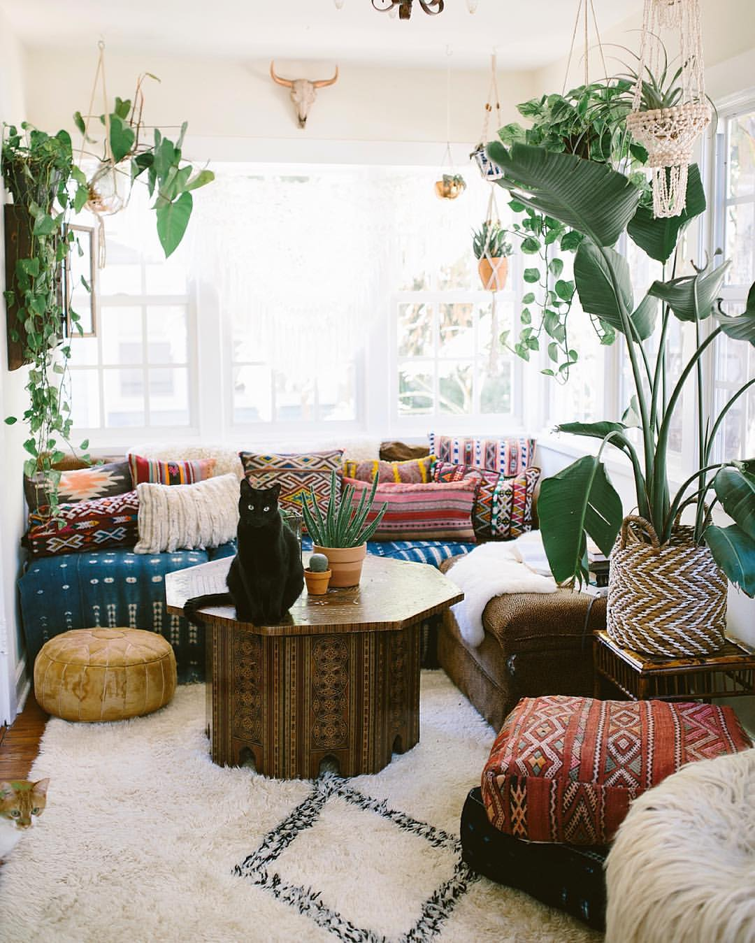 How To Decorate A Bohemian Living Room In 5 Easy Steps