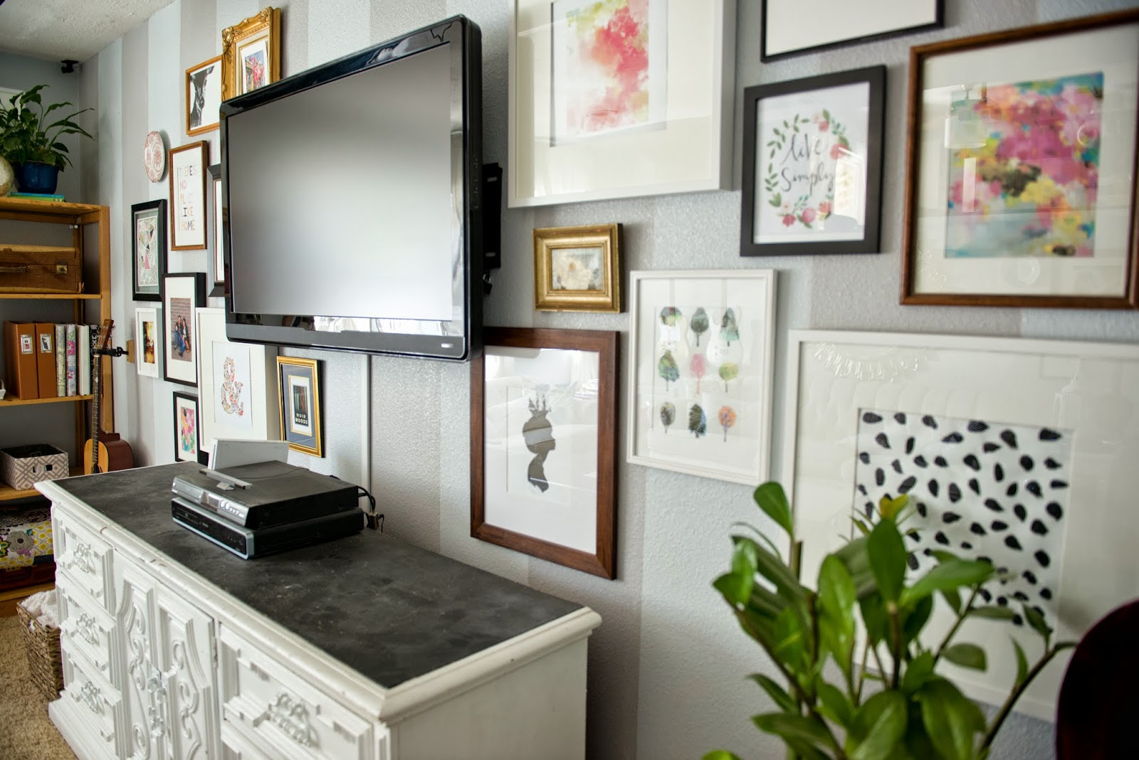 Decor Around TV :Helpful Tips To Make A Statement In Your Living Room