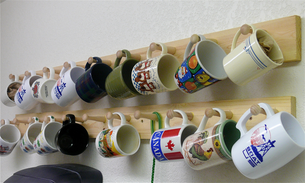 Astonishing DIY Coffee Cup Storage Ideas That Will Amaze Every Coffee Addict & Astonishing DIY Coffee Cup Storage Ideas That Will Amaze Every ...