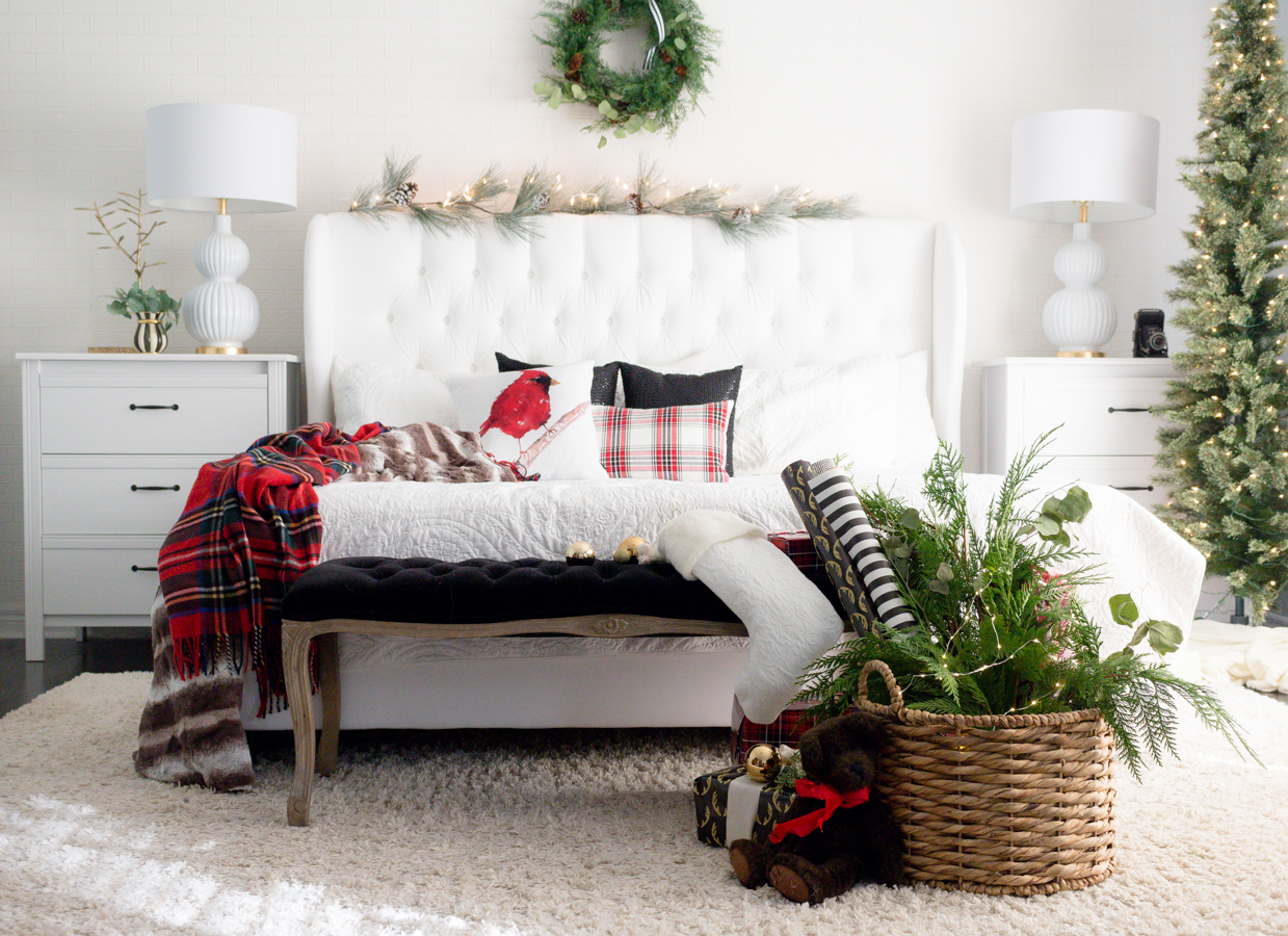 Fantastic Bedrooms With Christmas Tree That Will Warm Your