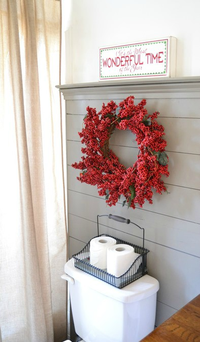 Cute Christmas Decorations for Your Bathroom · Source