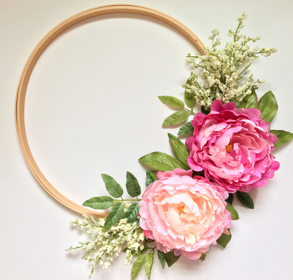 Diy Hula Hoop Wreath Is A Budget Friendly Idea For Parties