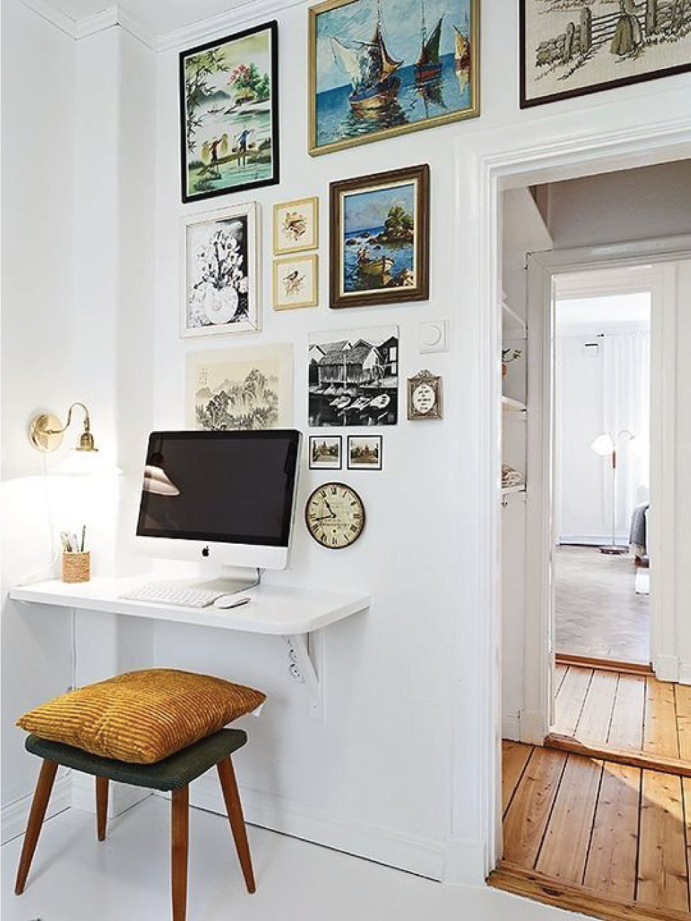 15 Very Small Desk Ideas That Will Surprise You With The Functionality