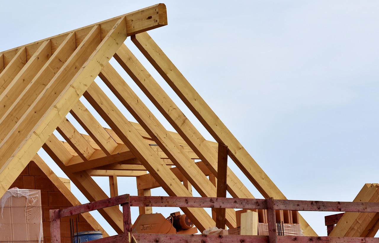 Why Should You Hire a Roofing Contractor Rather Than Doing it Yourself