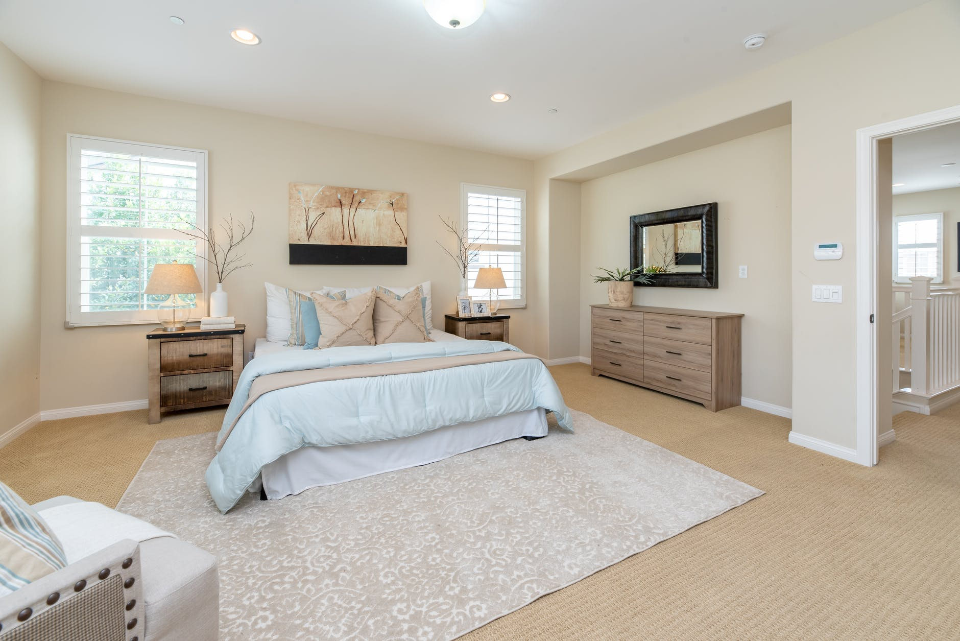 How To Reduce Clutter In Your Master Bedroom