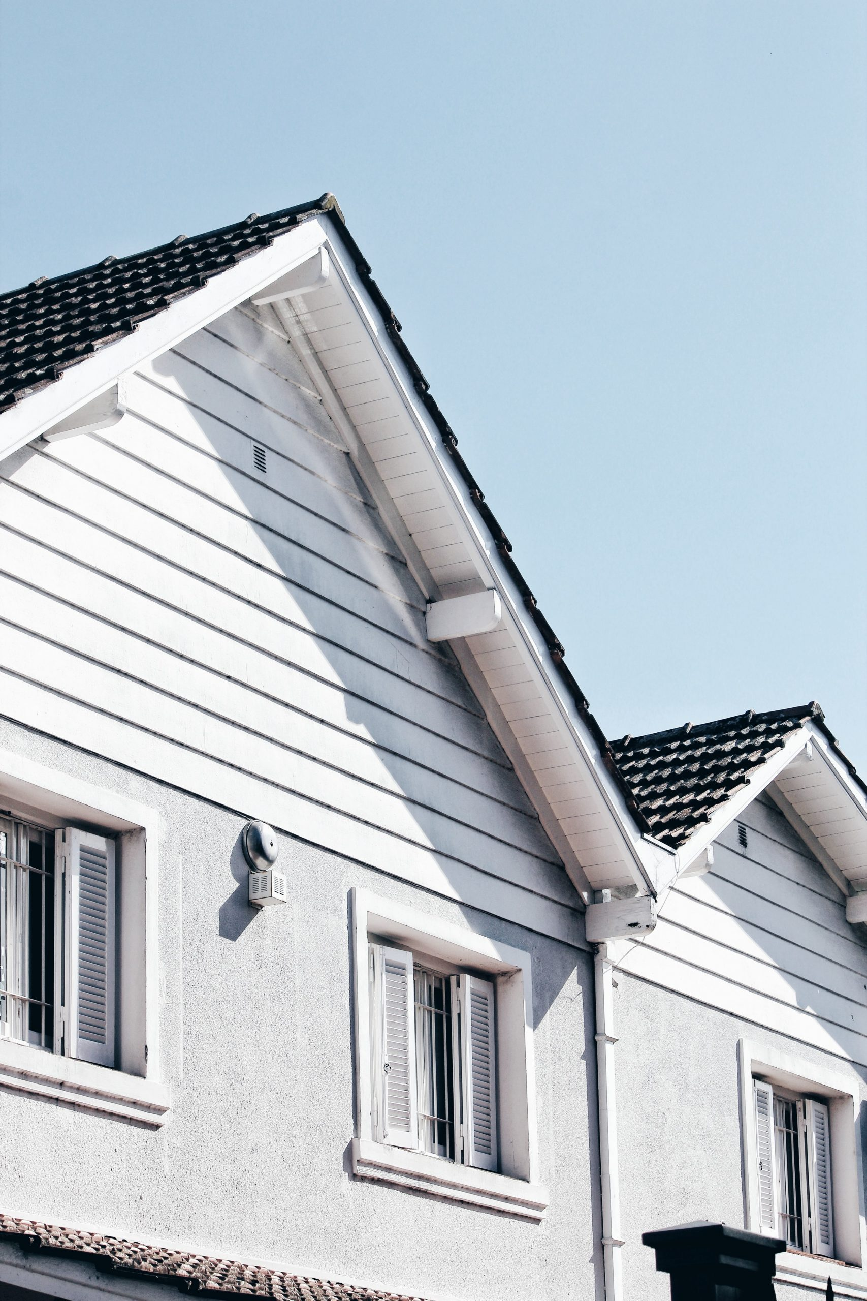 Looking For A New Roof? What's Better, Metal Roofs Vs. Shingles?
