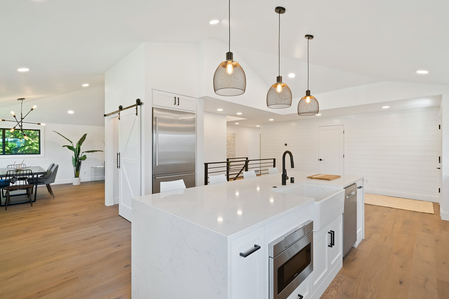 A Beginner's Practical Guide to Selecting the Ideal Pendant Lighting